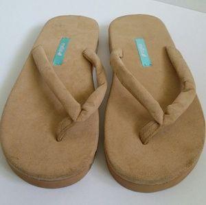 Mella Flip Flop Sandals Size 10 - Tan NWOT